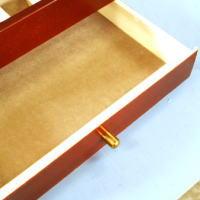 引き出しはフリースペースとなってます。引き出しの内寸幅217×奥行135×高30(mm)